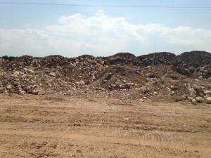 Quello che rimane dei secolari muretti a secco una volta disposti lungo via Lama di macina